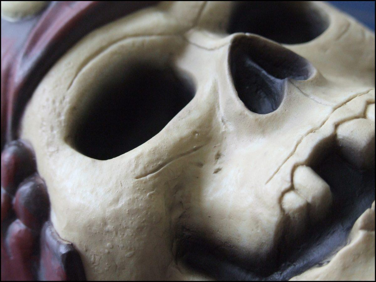Uno Pirates - Skull Detail
